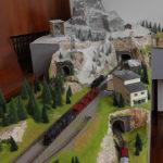 plastico ferroviario con montagna e funivia